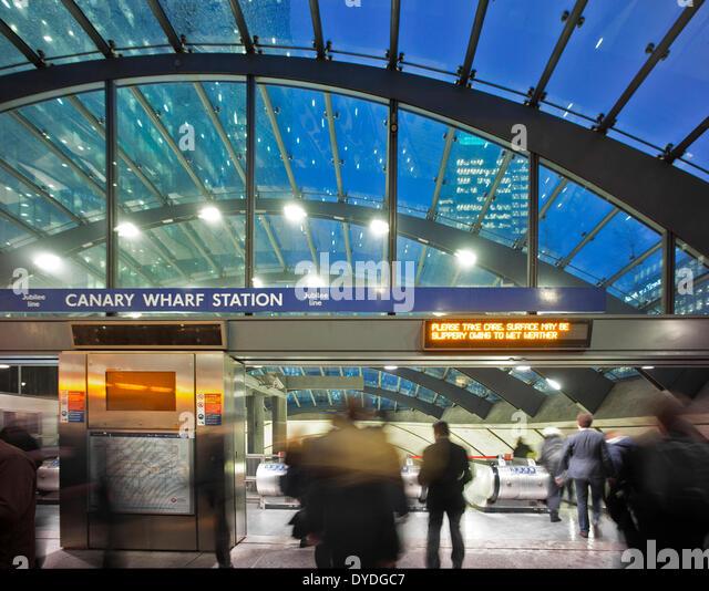 Interior of Canary Wharf tube station. - Stock Image
