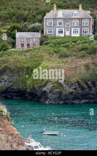 Houses above the harbour at Port Isaac in Cornwall, England, UK, including the cottage used in the Doc Martin TV - Stock Image