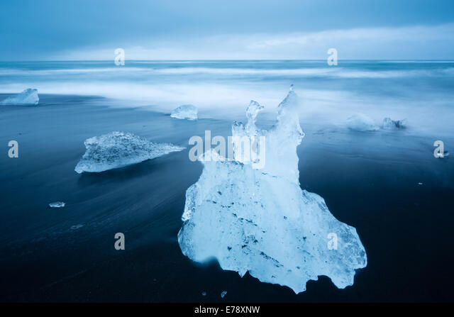 ice on the black sand beach at Jökulsárlón, eastern Iceland - Stock Image