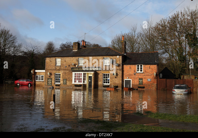 River Lea overflows at Horns Mill in Hertford - Stock Image