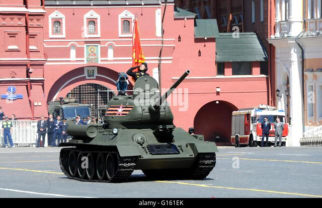 Moscow, Russia. 09th May, 2016. Russian soldiers in vintage tanks during the annual Victory Day military parade - Stock Image