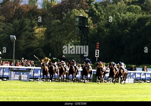 horse racing arc de triomphe