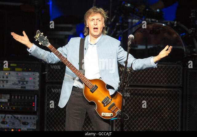 Milwaukee, Wisconsin, USA. 8th July, 2016. Musician PAUL MCCARTNEY performs live at Henry Maier Festival Park during - Stock Image
