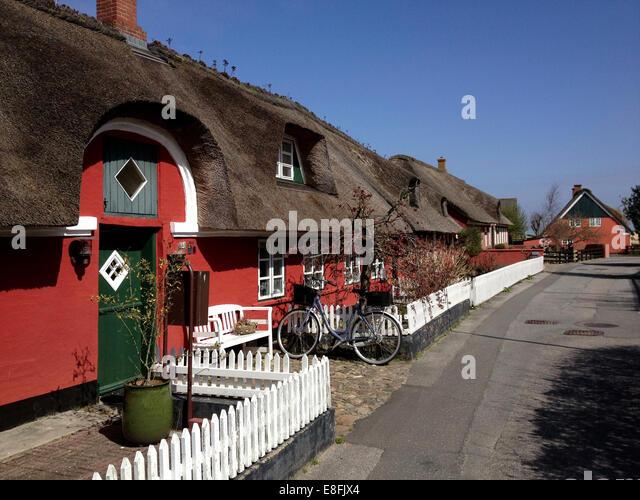 Traditional thatched cottages, Fanoe, Denmark - Stock Image