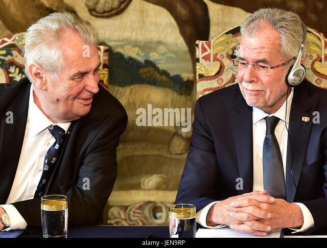 Czech President Milos Zeman (left) speaks with Austrian President Alexander Van der Bellen during the press conference - Stock-Bilder