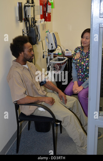Nurse checking blood pressure of inmate as part of the intake process. Diagnostic & Evaluation Center, Lincoln, - Stock Image