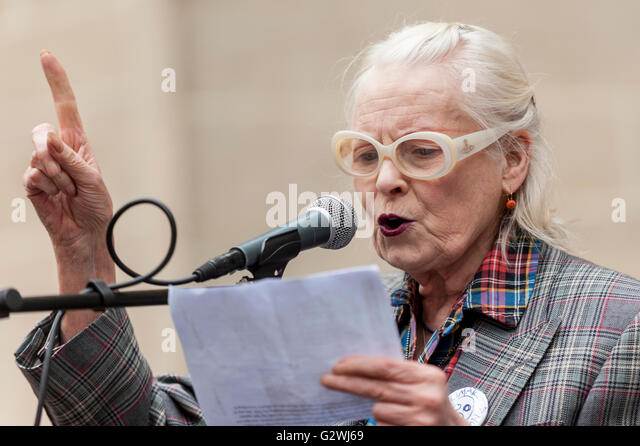 London, UK.  4 June 2016.  Dame Vivienne Westwood speaks outside the Department of Health as NHS nurses protest - Stock Image
