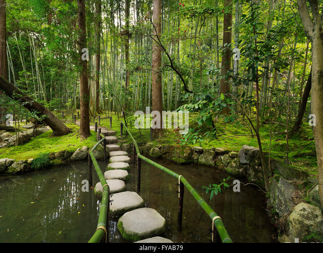 Japanese stepping stones stock photos japanese stepping for Zen garden pond