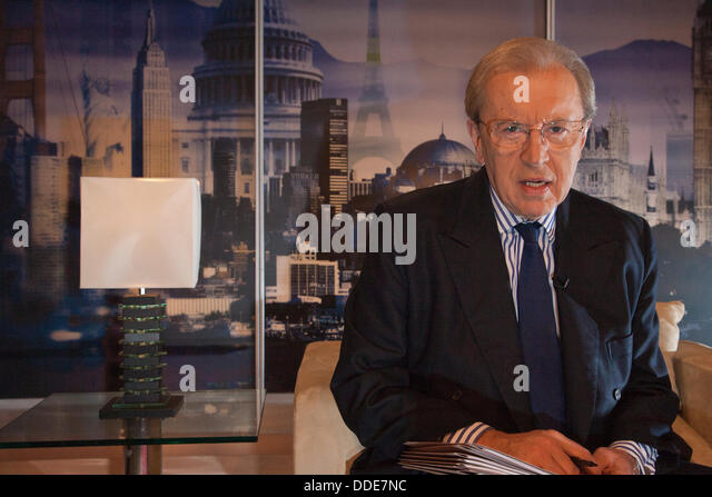 File Pic: Sir David Frost dies aged 74.Veteran broadcaster Sir David Frost has died of a heart attack while on board - Stock Image