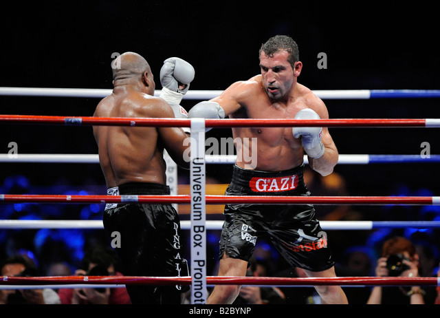 Boxing, Darnell Wilson, USA, left, versus Firat Arslan, Germany, right - Stock Image