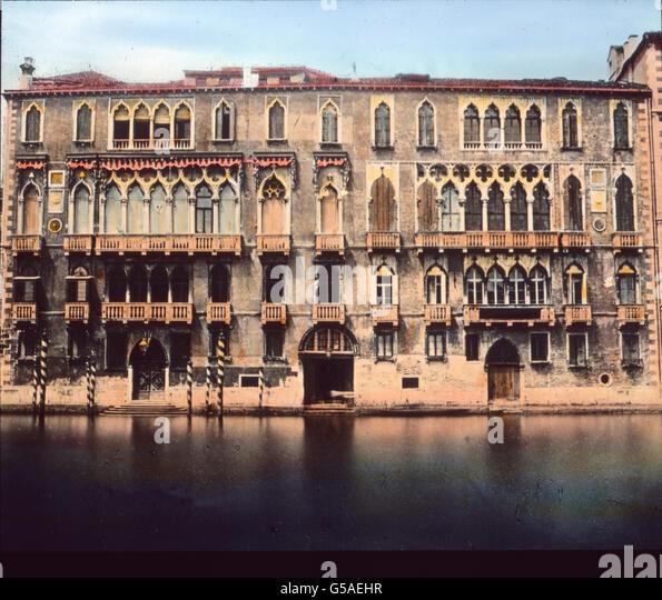 Wir finden namentlich Goethe Erinnerungen an allen Stellen, vor allem hier beim Palazzo Giustiniani mit seiner Belebung - Stock Image