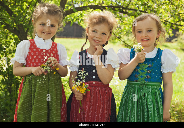 Girls in traditional Bavarian clothes - Stock-Bilder