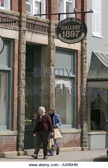 West Virginia Lewisburg shoppers - Stock Image