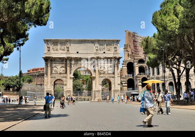 The Constantines Arch, Arco di Costantino, and the Colosseum, Rome, Lazio, Italy, Europe. - Stock Image