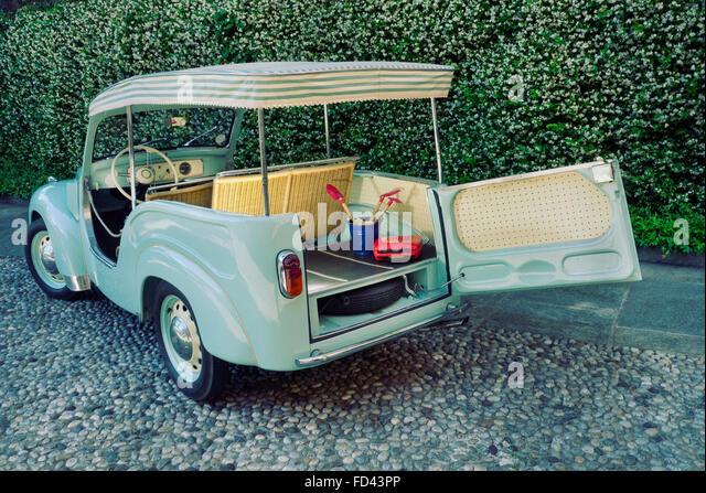 1954 Fiat Topolino Jolly beach car - Stock Image