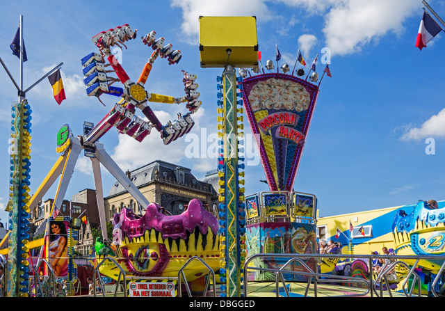 Fairground attractions at travelling funfair / traveling fun fair at the Gentse Feesten / Ghent Festivities in summer, - Stock-Bilder