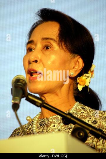 Yangon, Myanmar. 9th Mar, 2014. Myanmar opposition leader Aung San Suu Kyi addresses the launching ceremony of Suu - Stock-Bilder