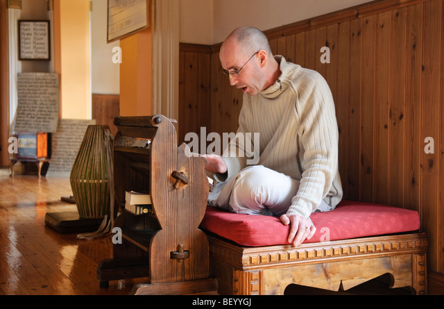 Hare Krishna devotee reads a lesson from the Bhagavad Gita - Stock Image