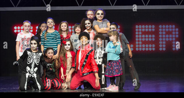 David Jordan from the Michael Jackson musical 'Thriller Live' with school children made up as zombies. - Stock Image