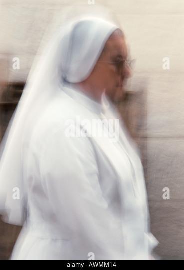 Nun, side view, blurred - Stock-Bilder
