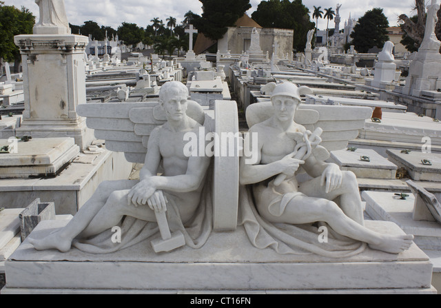 Statues in raised cemetery - Stock Image