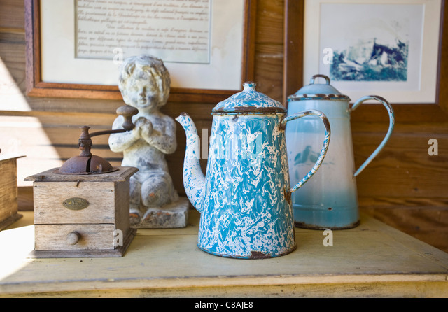 Coffee mill and enameled coffee pots - Stock-Bilder
