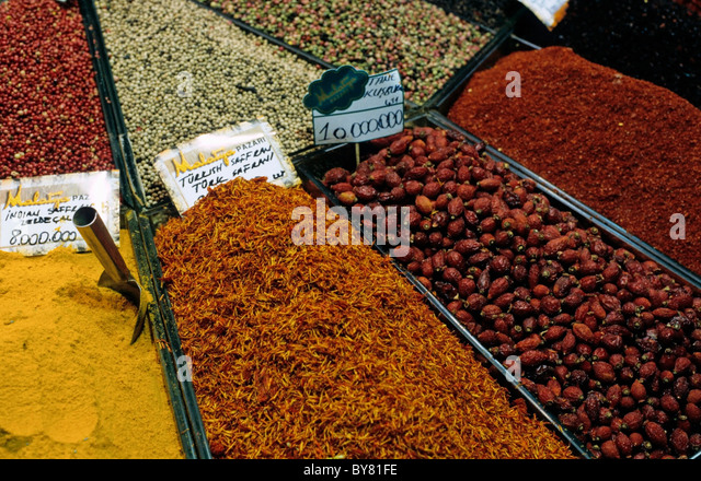 Stall selling spices at the Grand Bazaar, Istanbul, Turkey. - Stock Image