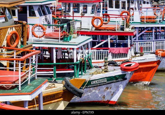 India Asian Mumbai Apollo Bandar Colaba Arabian Sea ferries boats ferry boat - Stock Image