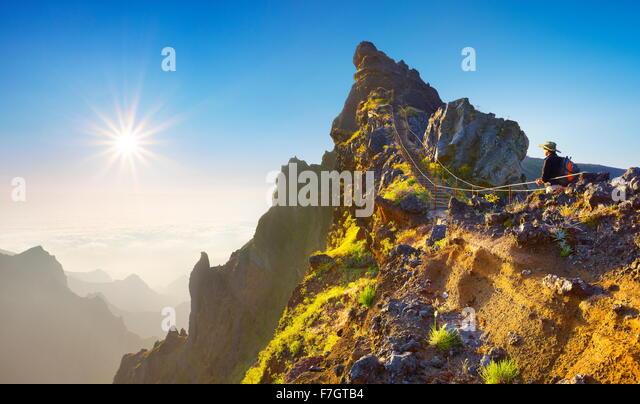 Mountain hiking trail from  Pico do Arieiro to Pico Ruivo, Madeira, Portugal - Stock-Bilder