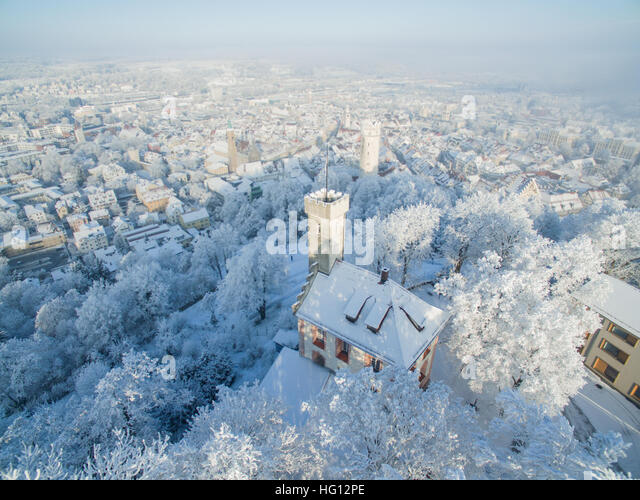 Ravensburg, Germany. 03rd Jan, 2017. Weather. The snow covered Veitsburg (front) standing above the historic old - Stock Image