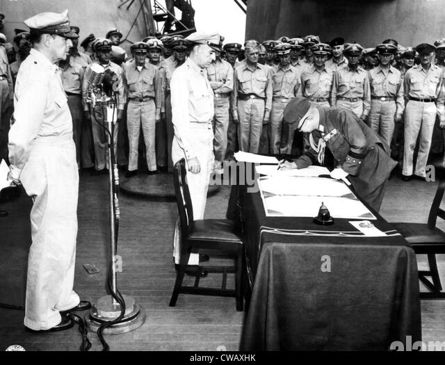 EV1943 - General Yoshira Umez signs surrender of the Japanese Imperial army during ceremonies on the USS Missouri, - Stock Image