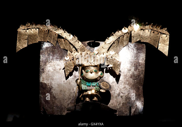 Museum of the Royal Tombs of Sipan. Ornaments and pottery artifacts found in tomb of Lord of Sipan, Lambayeque, - Stock Image