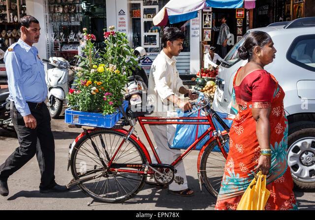 Mumbai India Asian Apollo Bandar Colaba Indumati Sakharkar Marg Causeway Market Lala Nigam Road man bicycle flowers - Stock Image