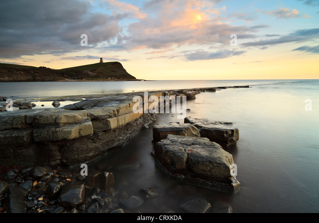 View towards Clavell's Tower at dusk, KImmeridge Bay, Dorset, UK - Stock-Bilder