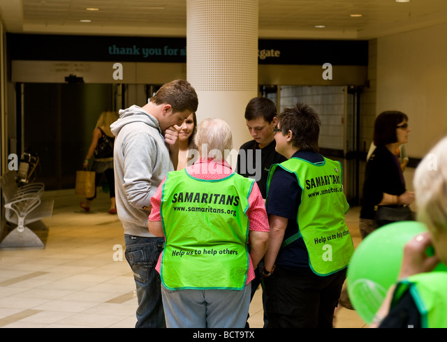 Two volunteers from the charity The Samaritans talking to three young people.  Photo by Gordon Scammell - Stock Image