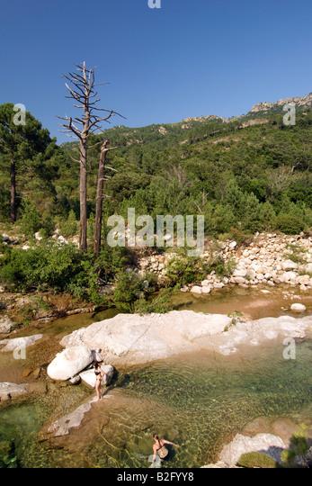 Two girls swimming in the Cavu river in southeast Corsica. - Stock-Bilder
