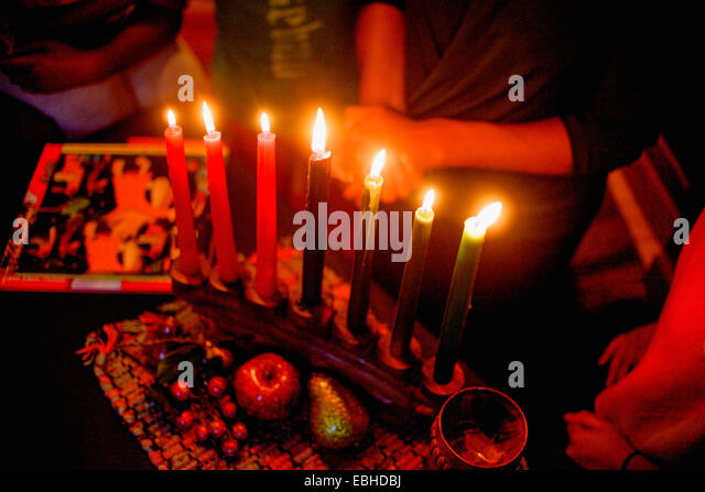 Family celebrating Kwanzaa, elevated view - Stock-Bilder