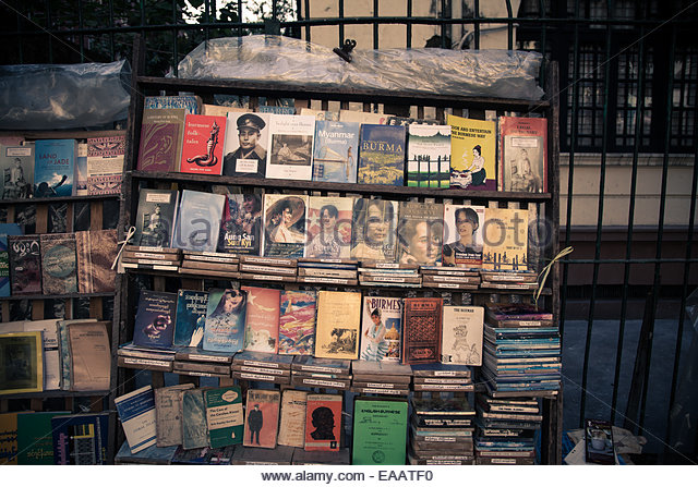 Roadside bookstall selling mainly previously-banned biographies of Aung San Suu Kyi and her General father, in Yangon, - Stock-Bilder