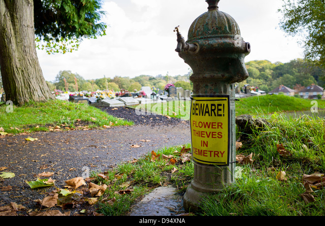 beware flower thieves in cemetry sign in hollybrook cemetry southampton - Stock Image