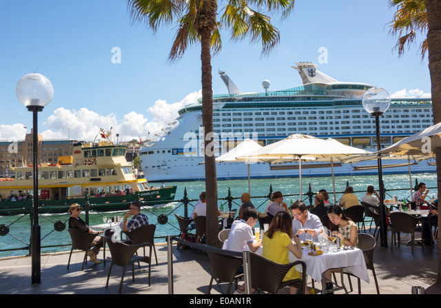 Sydney Australia NSW New South Wales Sydney Harbour harbor East Circular Quay promenade restaurant alfresco dining - Stock Image