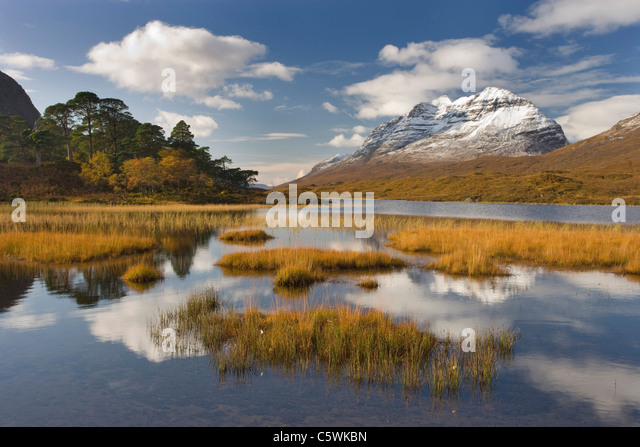 Loch Clair and Liathach in autumn, Torridon, North-west Scotland, Great Britain. - Stock-Bilder