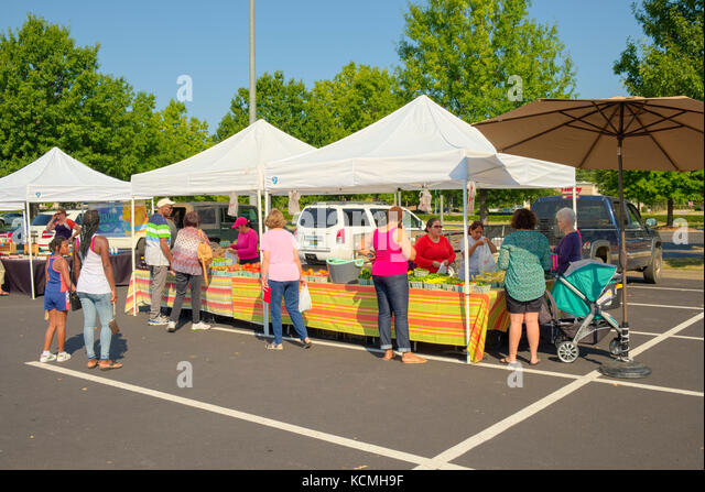 Small farmer's market with vendors selling fresh fruits and vegetables the Shoppes at Eastchase, Montgomery - Stock Image