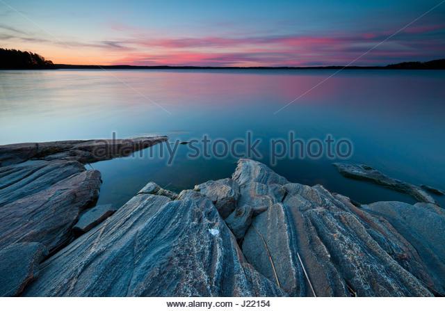 Colorful April evening skies in the lake Vansjø, Østfold fylke, Norway. - Stock-Bilder