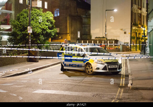 London, UK. 04th June, 2017. Police and armed response units respond to terrorist incident on London Bridge Saturday - Stock-Bilder