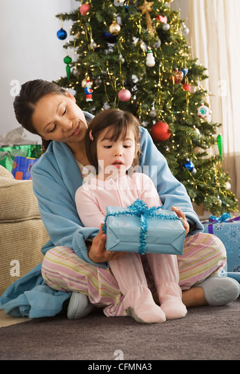 USA, California, Los Angeles, Mother and daughter at Christmas morning - Stock Image