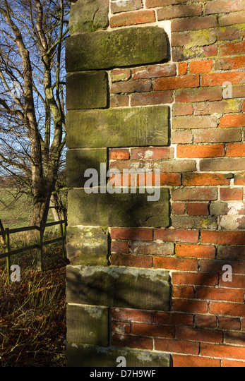 Quoins stock photos quoins stock images alamy for Brick quoin corners