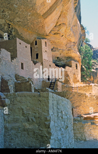 Beautifully preserved indian ruins and artifacts can be seen in Mesa Verde National Park in the American southwest. - Stock Image