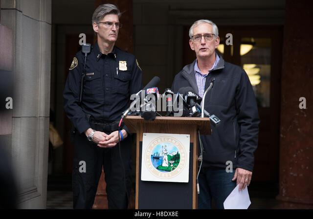 Portland, USA. 11th November, 2016. Portland Oregon mayor Charlie Hales and Portland Police Bureau Chief of Police - Stock Image