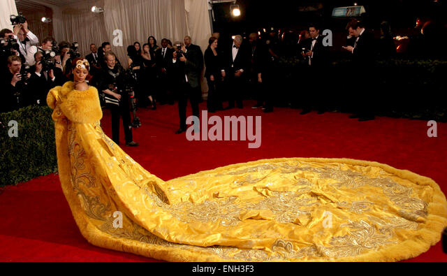 New York, New York, USA. 4th May, 2015. RIHANNA arrives wearing a yellow fur-trimmed, embroidered cape on the red - Stock Image