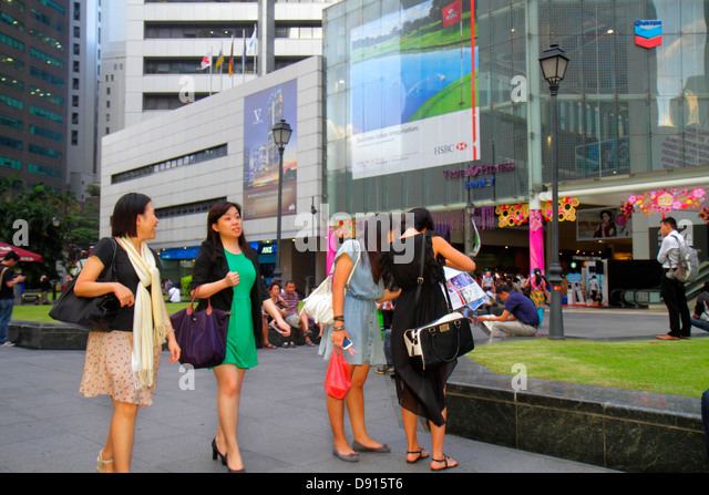 Singapore Raffles Place central business financial district plaza Asian woman - Stock Image